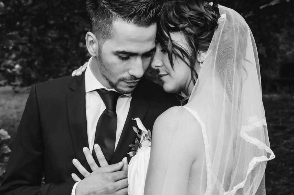 Mariage couple noir et blanc